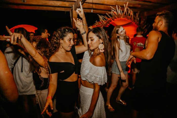 Party im Surfcamp Panama am Wochenende