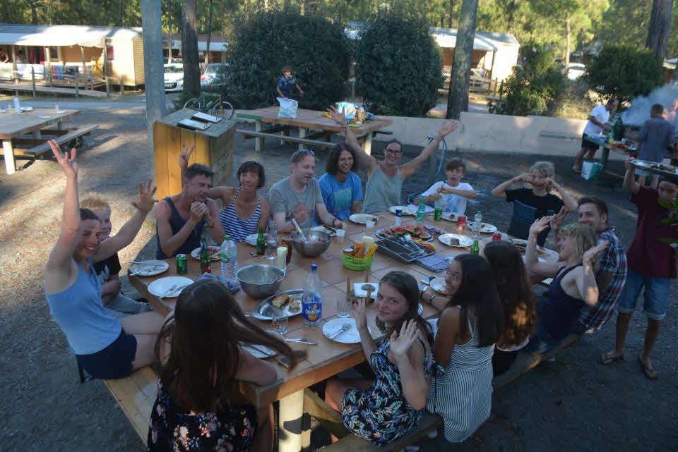 Grillen im Surfcamp für Familien