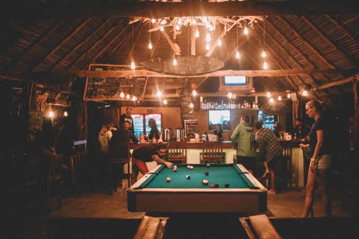 Bar im Surfcamp