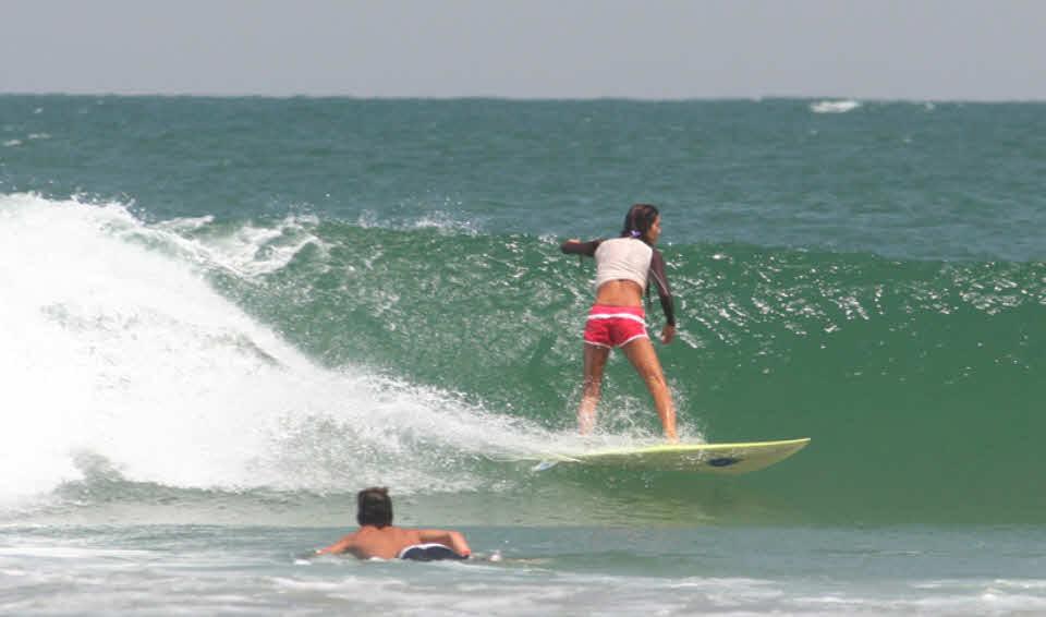 Wellenreiten lernen in Peru