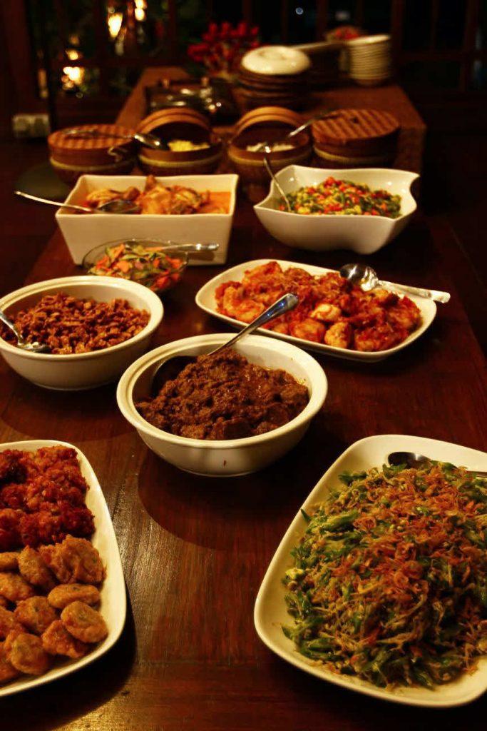 Abendessen im Surfcamp