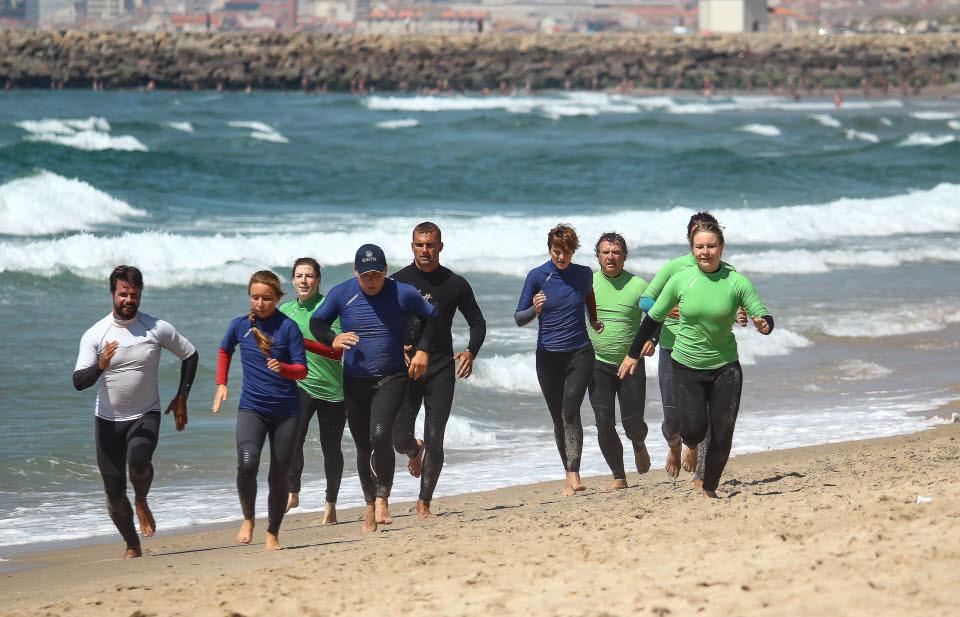 Warm machen vor dem Surfkurs