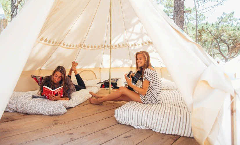 Gäste im Zelt