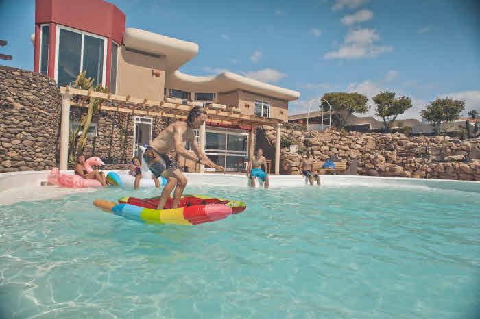 Surf Villa mit großem Pool