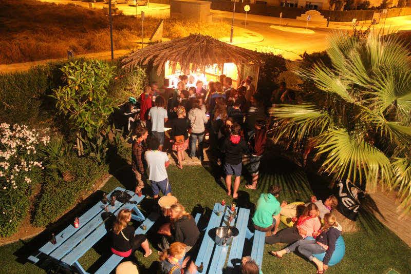Party an der Bar im Garten